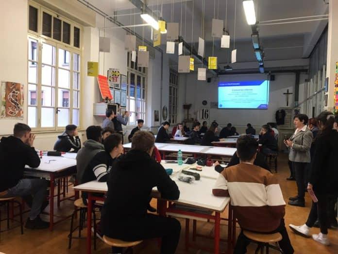 persone sedute durante una lezione formativa